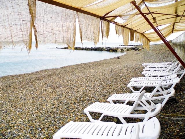 Жемчужина Кавказа-2, отель. 09.собственный пляж с шезлонгами