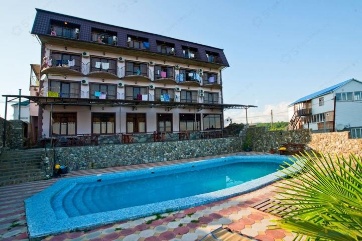 """Отель """"Nouvelle"""". Территория отеля бассейн и терасса"""